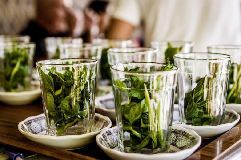 thé à la menthe poivrée pour fumer moins
